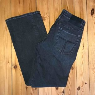 Jeans från tiger of sweden modellen Idol, aldrig använda. Raka i benen och låga i midjan. Möts upp eller fraktar:) Kolla in min sida för många nya plagg❤️