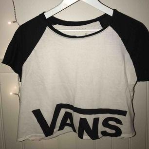 Croppad T-shirt från Vans⚡️ Frakt tillkommer☺️