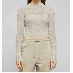 Fin tröja från Weekday, kommer ej till användning Nypris: 500kr Frakt: 50kr