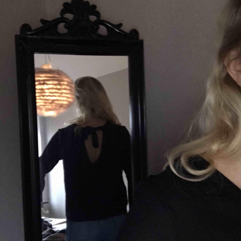 Fin blus från HM, 100kr med festen inräknat, kan levereras till Östersund utan fraktkostnad för 60kr 💖 skriv för mer bilder. Blusar.