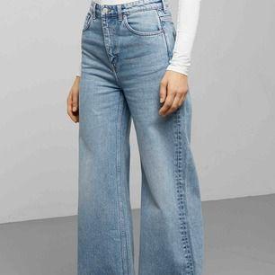 Ett par as snygga Weekday jeans! Ändats använda en gång.💕