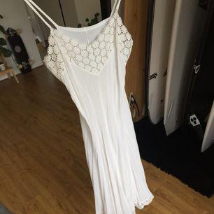 Vintage.  Underklänning eller som den är med hudfärgade underkläder då den är see through!  Frakt tillkommer