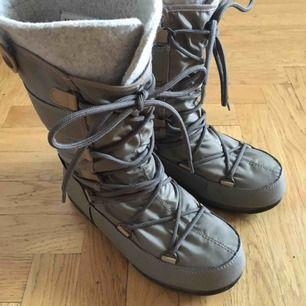 Vinterskor moon boots i storlek 36
