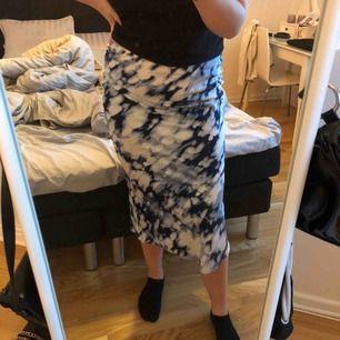 Helt oanvänd kjol från Gina trico. Storlek 38 köpt för 349kr