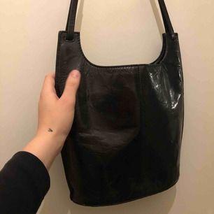 men asså skitsnygg väska från wera älskar den så mycket 800 i nypris! den har inga skador eller liknade och mycket praktiskt!