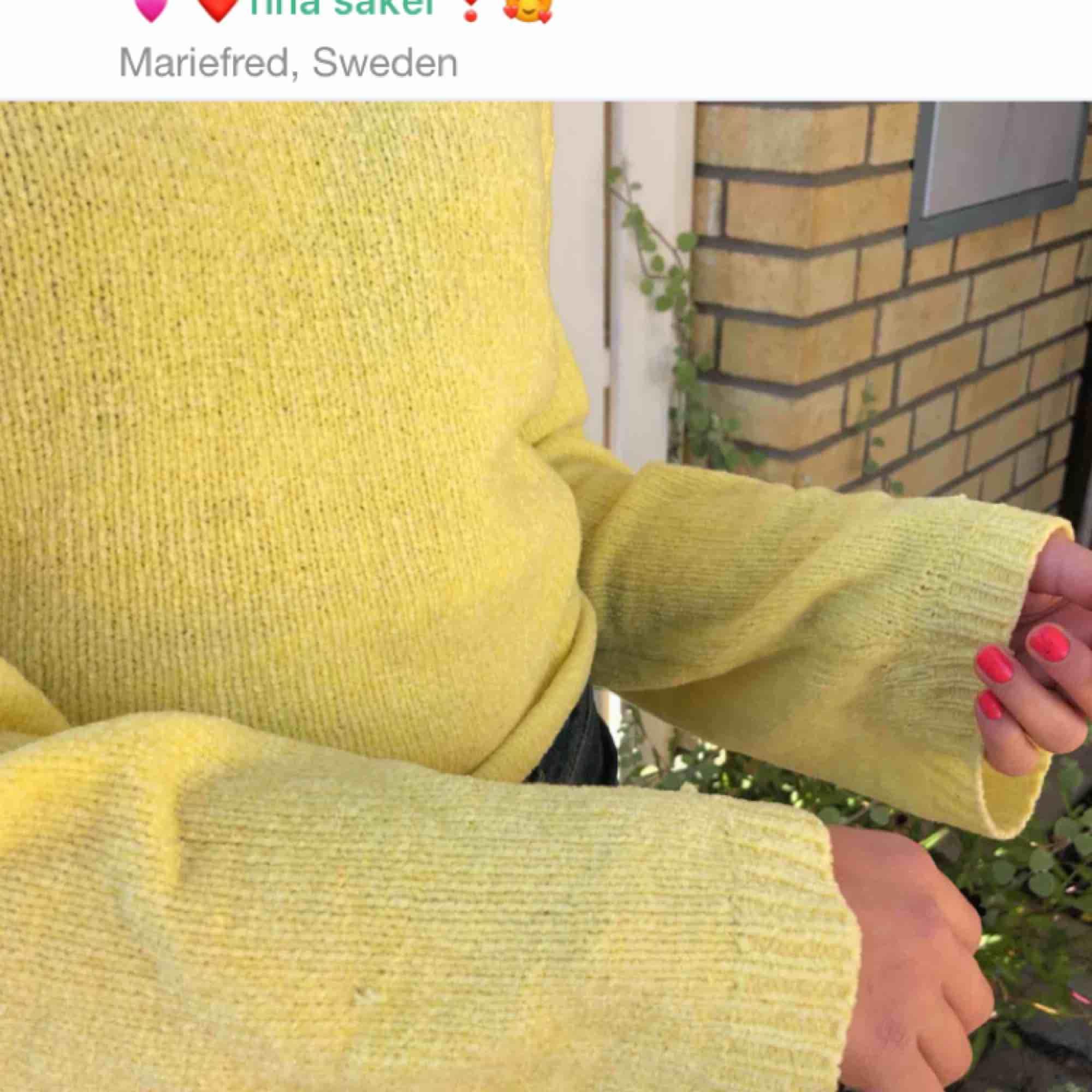 Redan sålt en likadan och har flera. En gul stickad tröja ish. Jätte fin men kommer inte till användning. . Huvtröjor & Träningströjor.