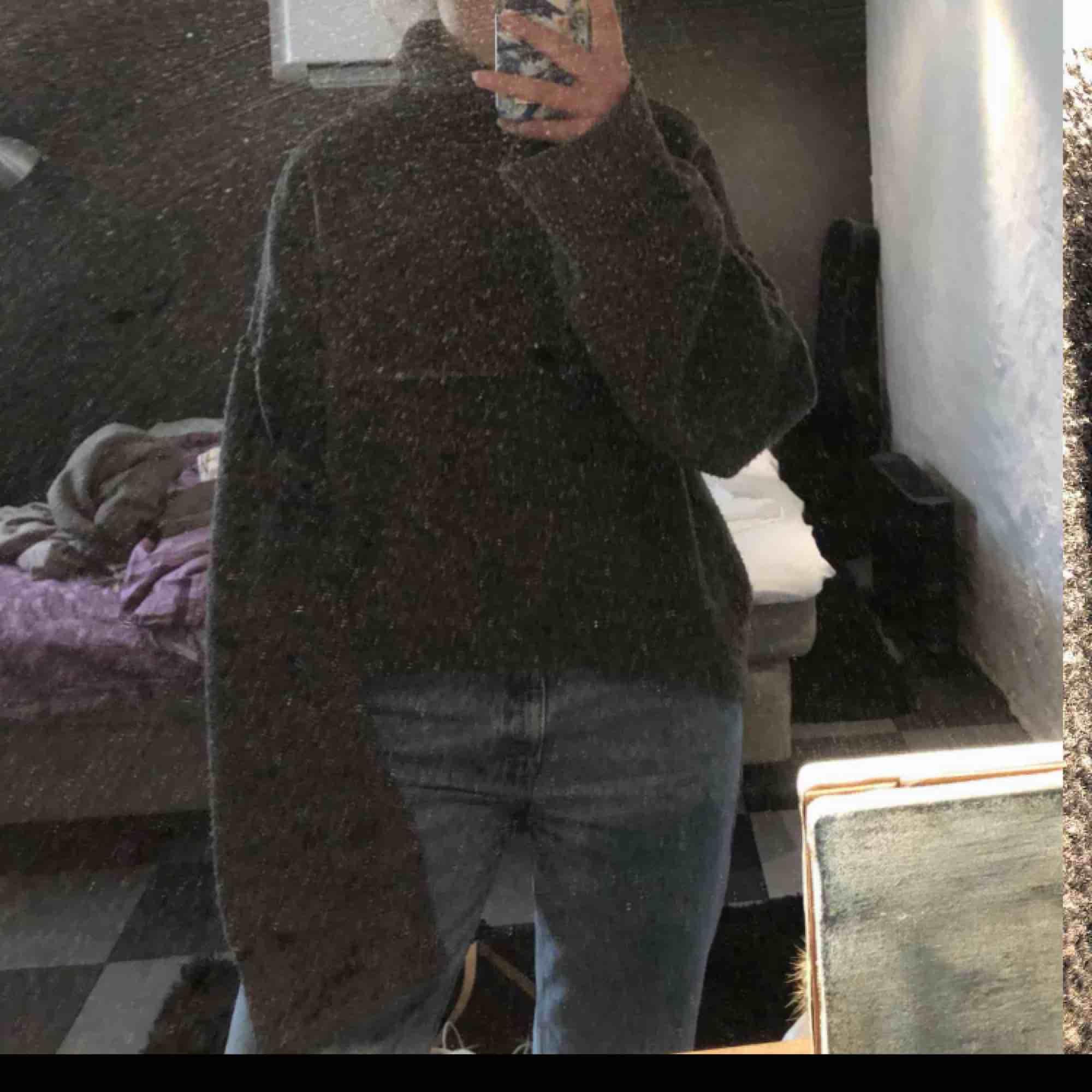 Stickad tröja från chiquelle med polohals. Hur mysig som helst och jättestretchig. DM för fler bilder. Stickat.