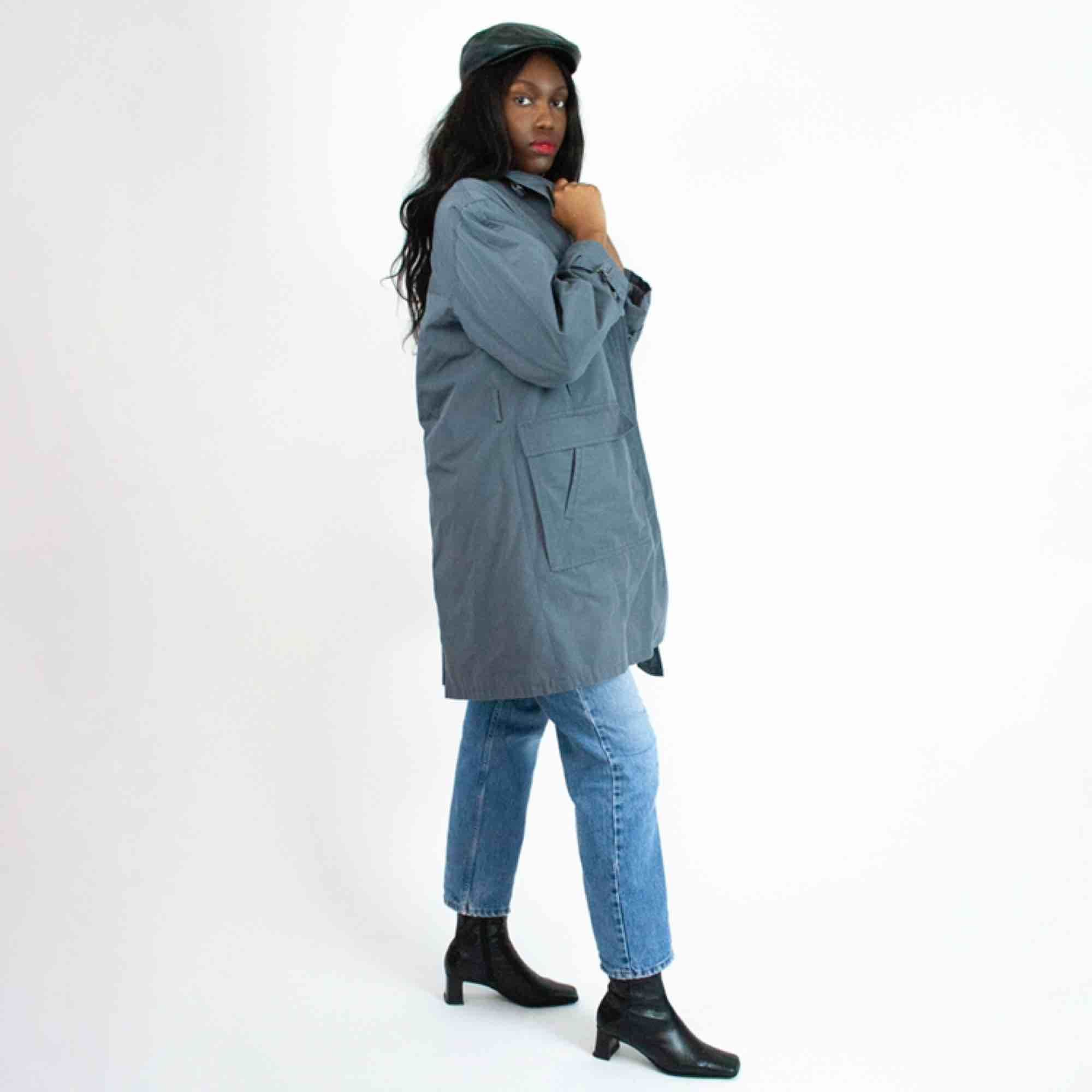 Vintage 90s unisex coat in grey Discoloration/marks on lining, no belt  SIZE No label, fits best XS-M Model: 177/S Measurements (flat): Length: 95 Pit to pit: 60 Sleeve inseam: 46 Free shipping! Full description at our website majorunit.com No returns . Jackor.