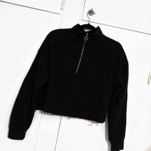 Croppad tröja, väldigt skön men knappt kommit till användning tyvärr, finns att hämta i Trollhättan men kan också fraktas 🌼