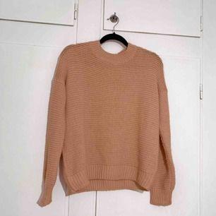 Jätte svårt att fånga färgen på tröjan men den är ljusrosa/gammel rosa, vid intresse kan jag skicka videos eller fler bilder! Finns i Trollhättan men kan också fraktas 🌼