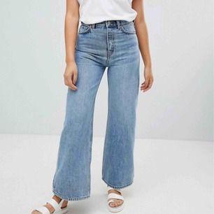 Jeans från weekday i modellen ace! Superfint skick! Köpare står för frakt🦋💘 W28 L30