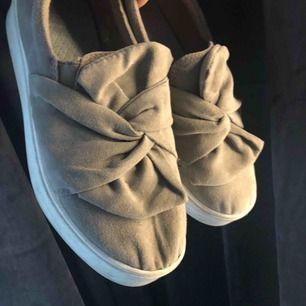 Super fint skick säljs då de inte kommer till användning köpta på din sko
