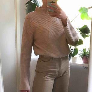 Cashmere tröja, köpt för 1000 kr och sparsamt använd. Jättemysig och skön men inte min stil längre.