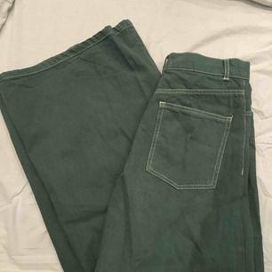 Gröna vida jeans från zara i storlek 34