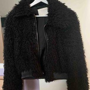 Svinsnygg jacka från Zara, tror jag köpte den för typ 8-900 eller nått. Jättefint skick, skriv för mer bilder!