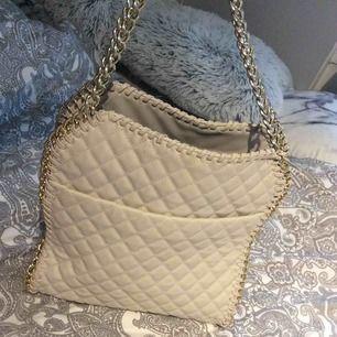Tiamo väska från Bianco  Använd 1 gång Nypris 699kr