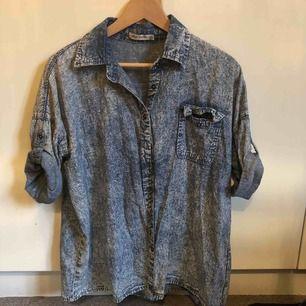 Jeansskjorta med kort ärm, köparen står för frakt