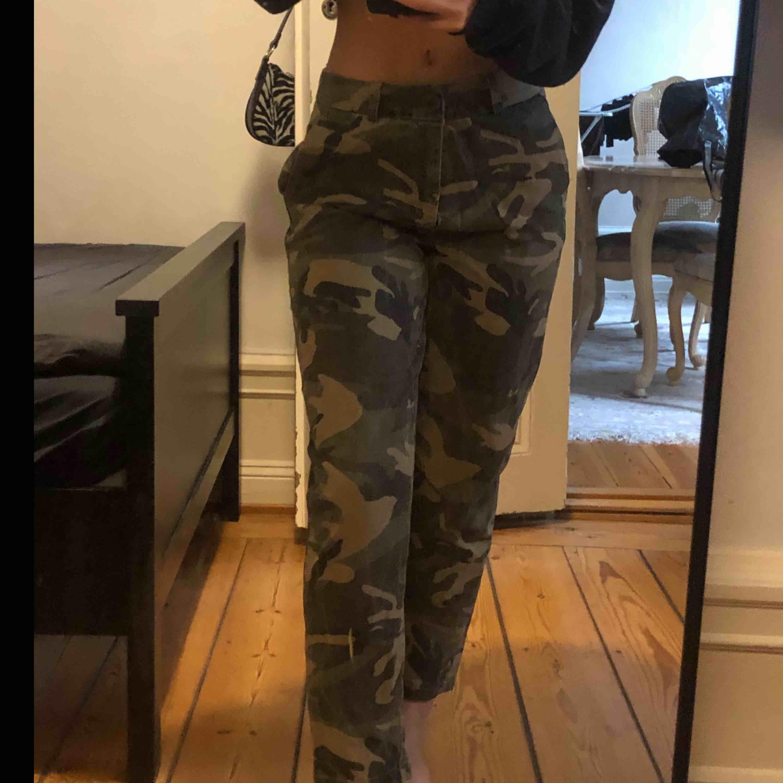 Skitsnygga byxor från NAKD. Skitsnygg modell! . Jeans & Byxor.