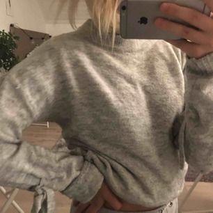 Snygg grå stickad tröja