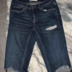 Fina jeans från Gina. Dem är mellan midjade. Super fina men kommer tyvärr inte till användning💕