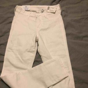 oanvända vita jeans från hm. stretchiga och sköna men använder inte.