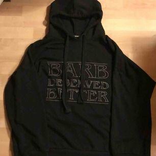 sååå mysig stranger things-hoodie från bikbok, oversized! lite nopprig men annars i bra skick!  kan mötas upp i norrtälje / stockholm <3
