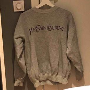 Ascool thriftad sweatshirt, använd sparsamt (ej äkta).
