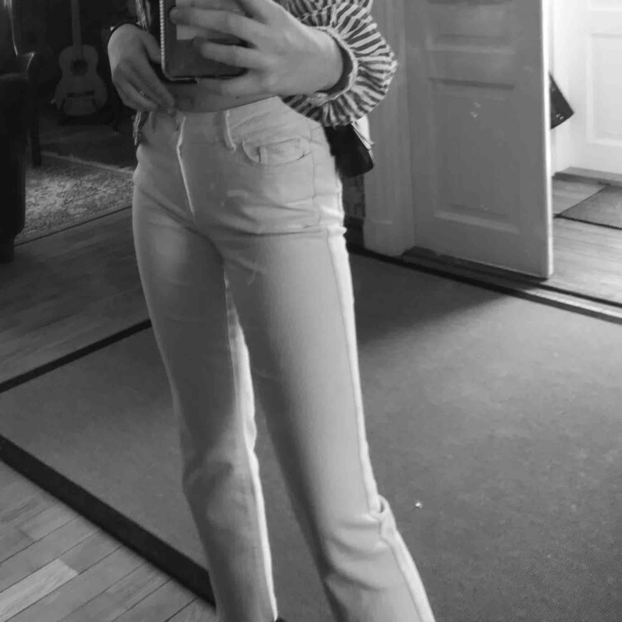 beigea jeans från vero moda. skitsnygga!!! frakt tillkommer på 59kr (möts ej upp!)💕💕. Jeans & Byxor.