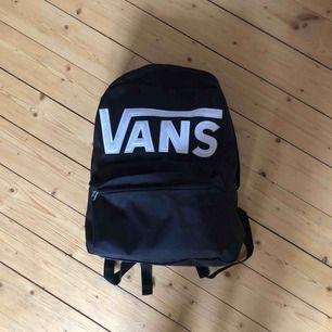 Nice och rymlig ryggsäck från Vans 🤘🏼🤘🏼🤘🏼 jättebra skick.
