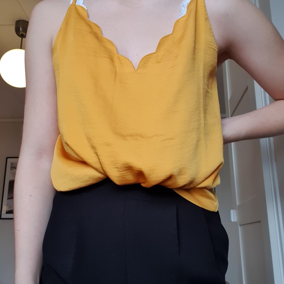 Gult så coolt linne som jag inte använder längre. Fraktar eller möts upp!🥰🥰. Toppar.