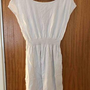 Aldrig använd men en väldigt fin klänning