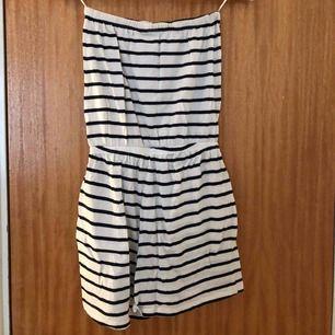 En jumpsuit från Gina tricot, nästa aldrig använd. Väldigt bra skick.