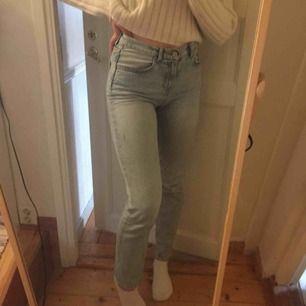 Supersnygga ljusblå jeans från bik bok.