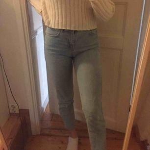 Supersnygga jeans. Står storlek 26 men skulle mer säga att de var storlek 28