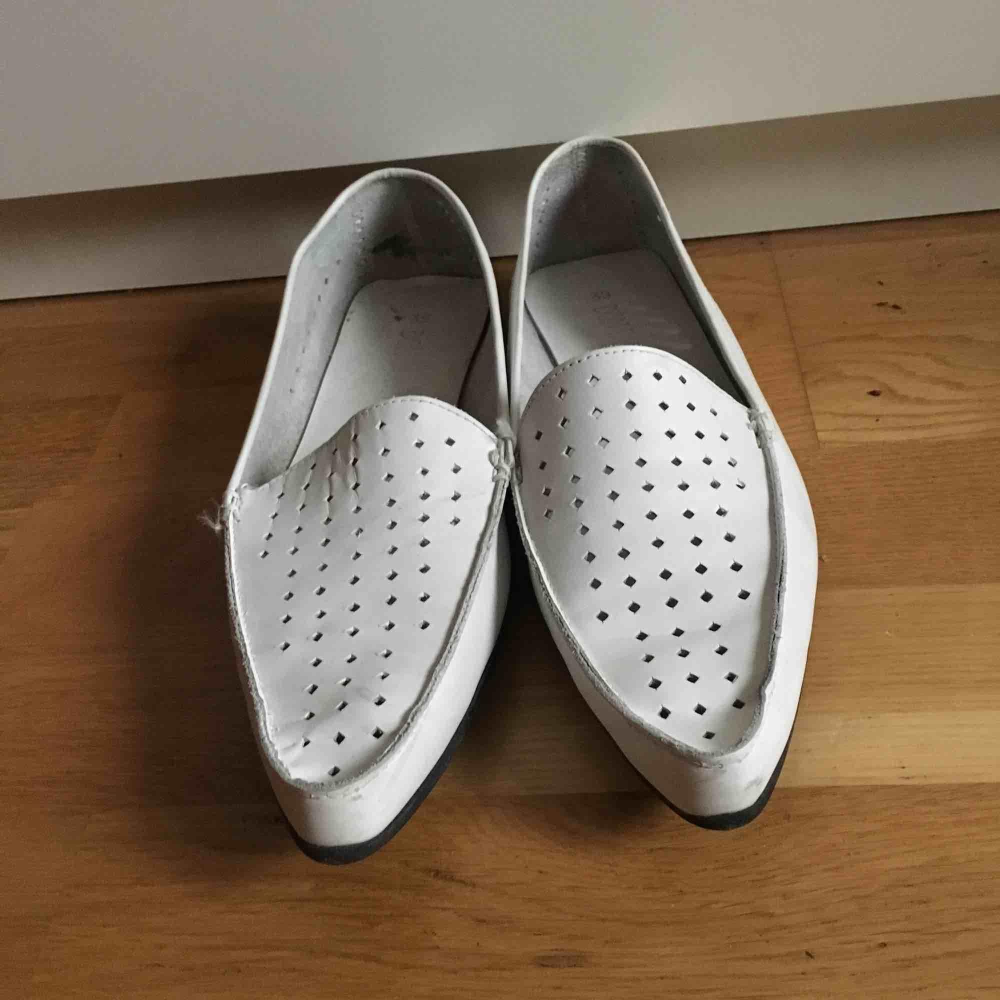 Loafers vita löder gott skick näst intill oanvända . Skor.