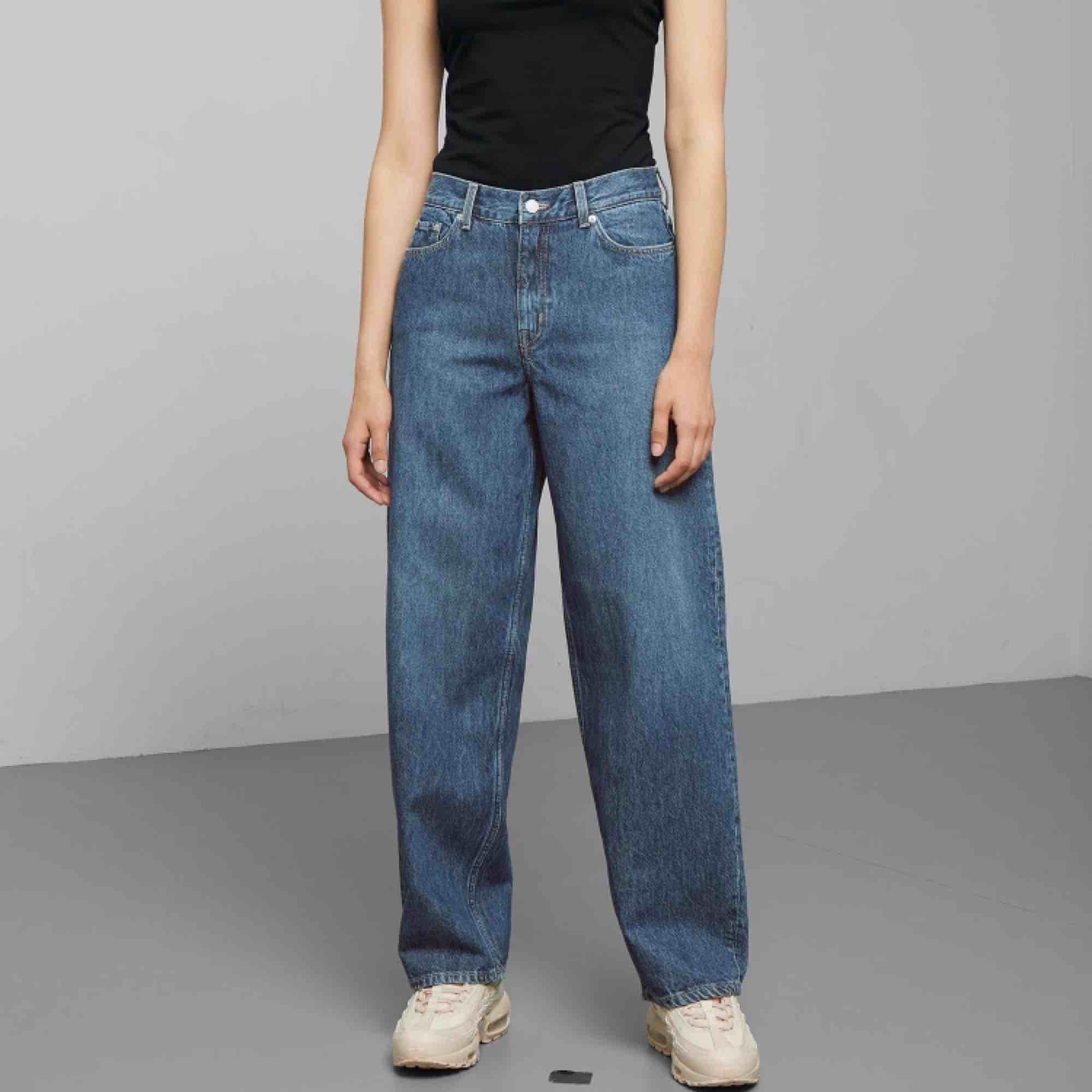 ett par byxor från weekday som jag inte har någon användning av längre. Dom är i bra skick och jag köpte dom för 600. Modellen heter rail. Frakt står du för själv :) . Jeans & Byxor.