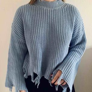 En tröja med en unik design. 🤩🥰 I storlek S men skulle säga att den är stor i storleken, alltså ca M. Knappt använd. Kan skickas mot frakt eller mötas upp i Falun. 🥰🥰🤩