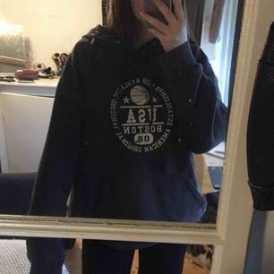 Supersnygg grå aktig oversized sport hoodie.