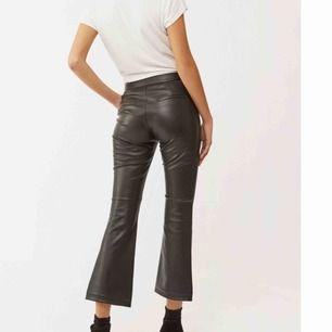 Faux Leather byxor från Twist & Tango Nypris 900kr, aldrig använda med lappar kvar! Storlek 40, passar 38/40, kan sitta snyggt på 36 också!