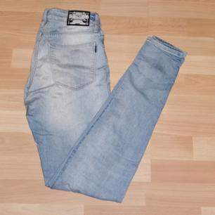 Skinny jeans från crocker Använda men fortfarande bra kvalité utan några defekter
