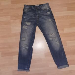 Lösa byxor från bershka, mom jeans liknande Använda sparsamt, men skitsnygga på. Vill du ha fler bilder eller mått.
