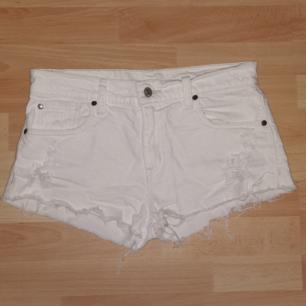 Vita shorts från Ralph Lauren Bra kvalité Storleken passar en small Skicka och fråga om du vill ha mått