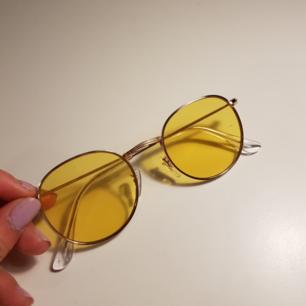 Solglasögon, nyskick Kan skickas, köparen står för frakt