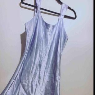 Satin klänning:)
