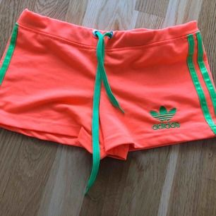 Adidas short Storlek S 15 kr