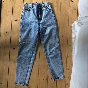 Vintage Lee jeans i momfit. Hög midja Frakt tillkommer