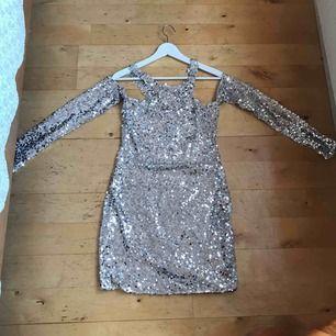 Paljett klänning st 38 , hämta i Majorna eller skicka för 42kr