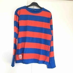 Färgglad tröja, storlek 170 men är nog lite större i storleken.