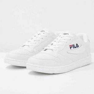 Fila skor i storlek 38