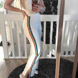 Pridebyxor köpta från Nelly.com  Använda 1 gång på en konsert, så de är i nyskick och extremt coola🏳️🌈🏳️🌈